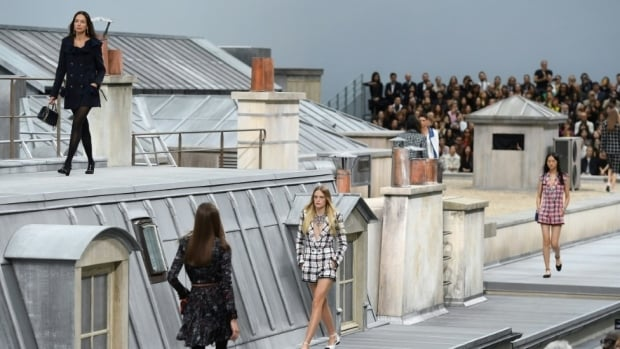 # 沒有老佛爺的日子:Chanel新掌門人的第一場時裝大秀 3