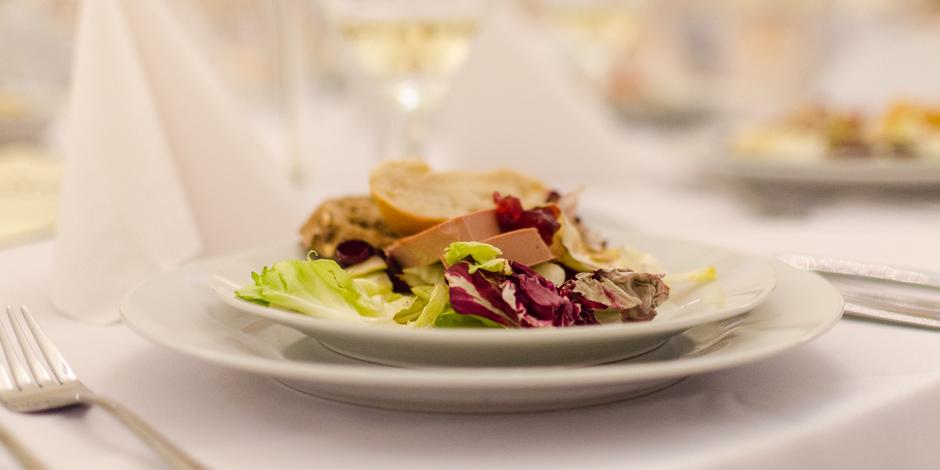 Should I Serve Dinner at My Wedding Reception?