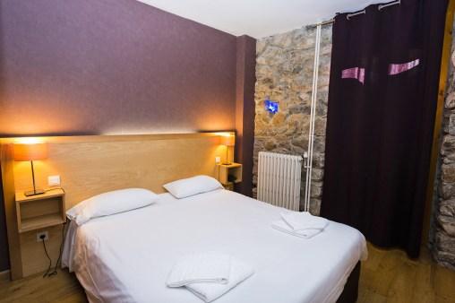 Chambre Familiale - Partie parents- Hôtel *** Le Chalet à Ax les Thermes en Ariège Pyrénées
