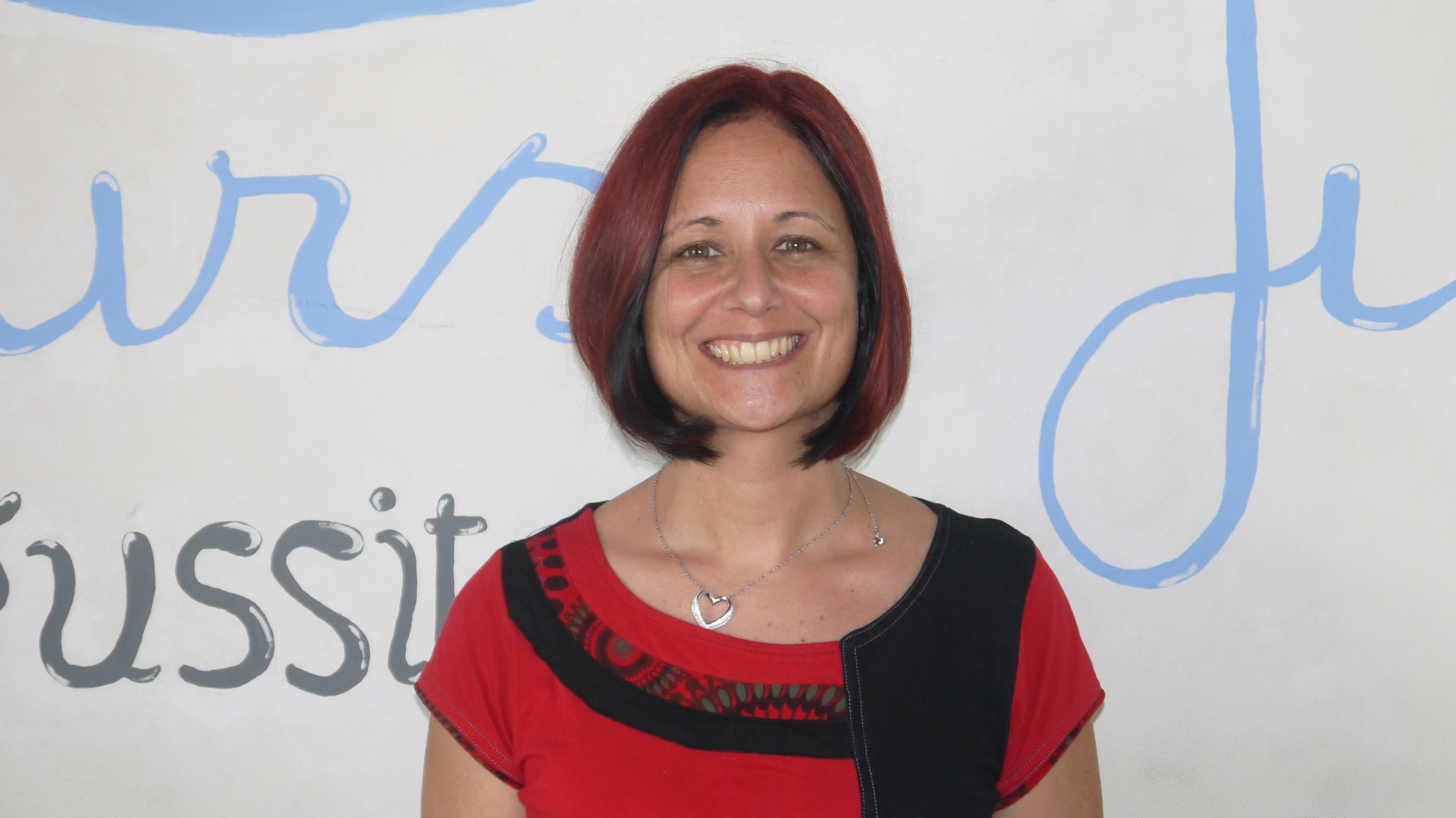 Portrait de Julie BONFRATE, gérante du centre de soutien scoalire leCours Julie, vous accueille toute l'année