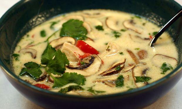 Tom Kha Gai: Sopa Thai de pollo y coco
