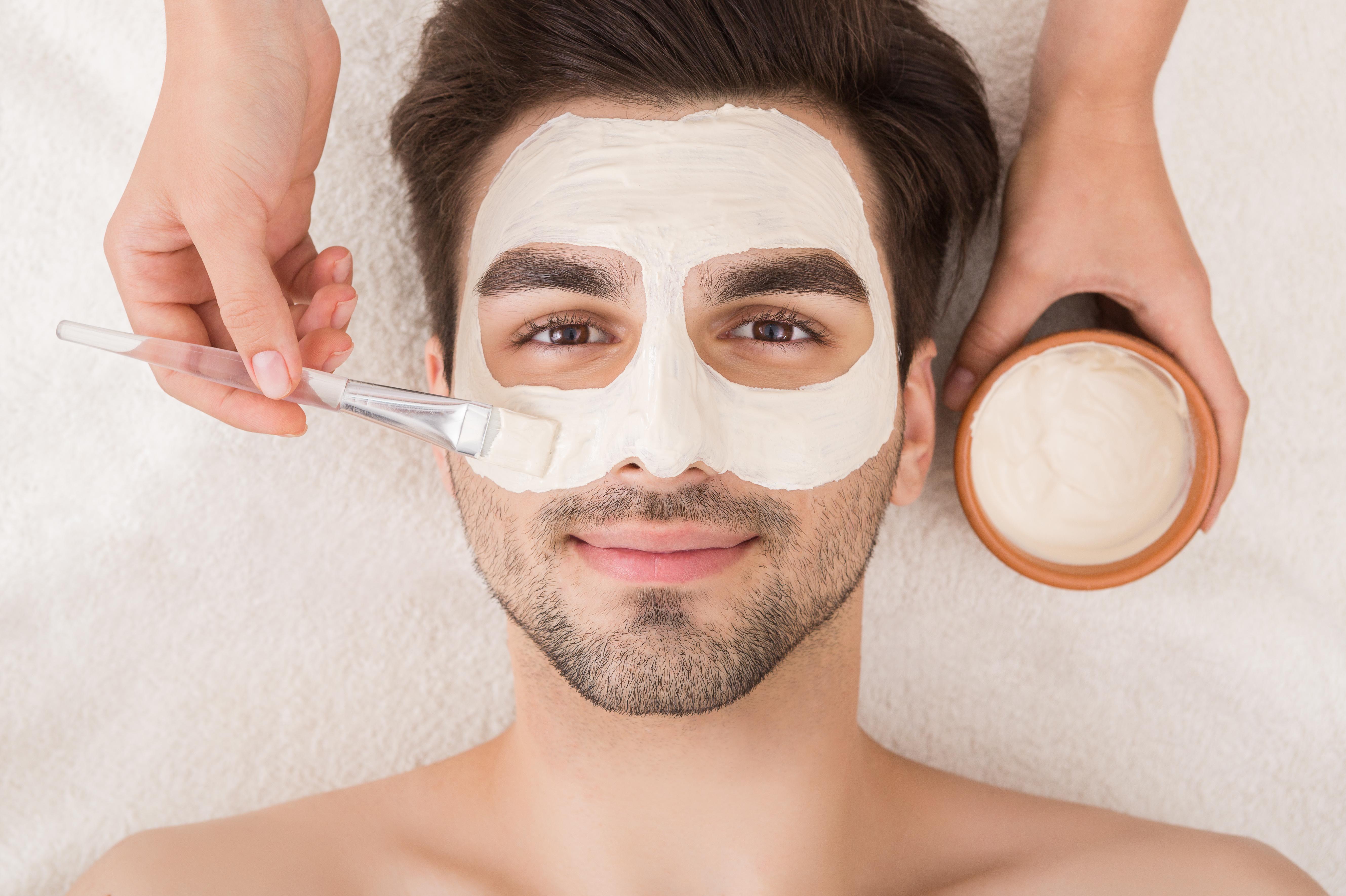 Messieurs, prenez soin de votre visage !