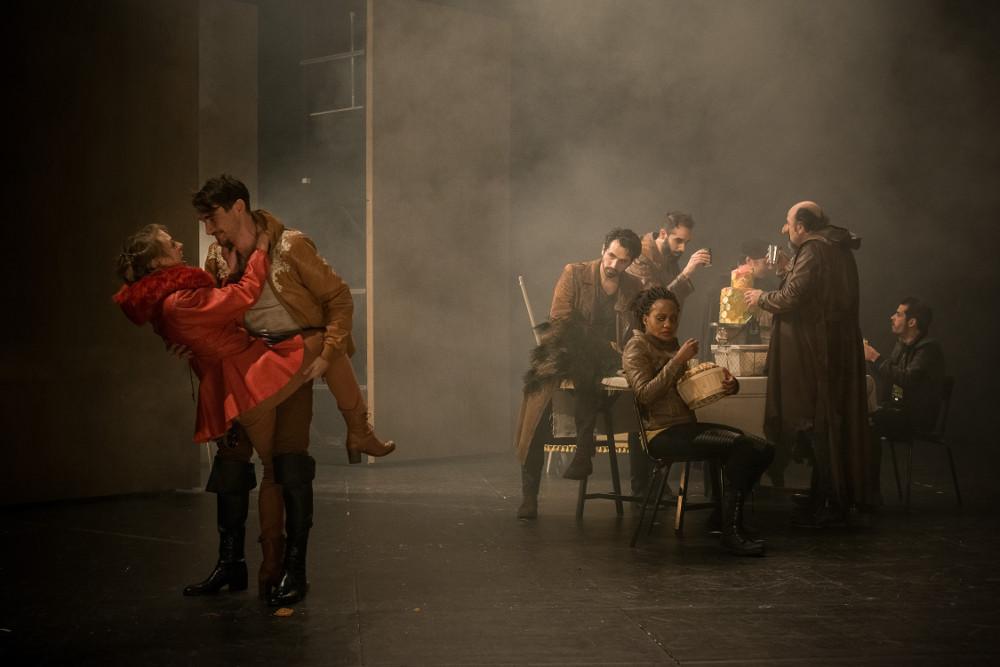 Roxane et Christian (Joseph Fourez) et le régiment des Gascons © Baptiste Lobjoy