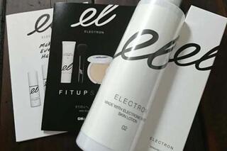 エレクトロンの化粧水とフェイスブラシ
