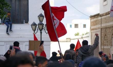 Tunisie : les rues continuent de gronder