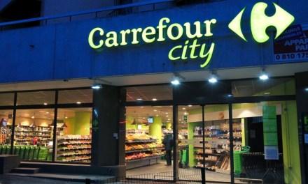 Lait contaminé : Carrefour reconnaît avoir remis en rayon des boîtes de lait retournées