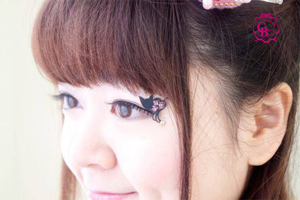 Paper-Eyelashes-02