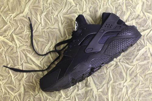 Nike-Air-Huarache-Triple-Black-1-3