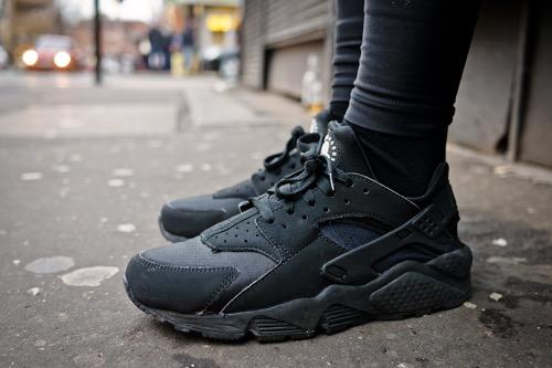 Nike-Air-Huarache-Triple-Black-1