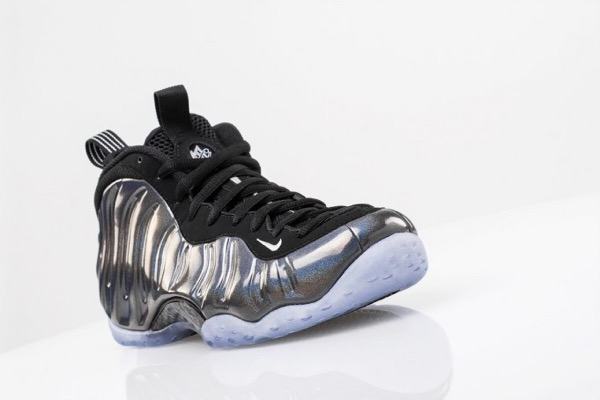 nike-air-foamposite-one-holoposite-2-681x454