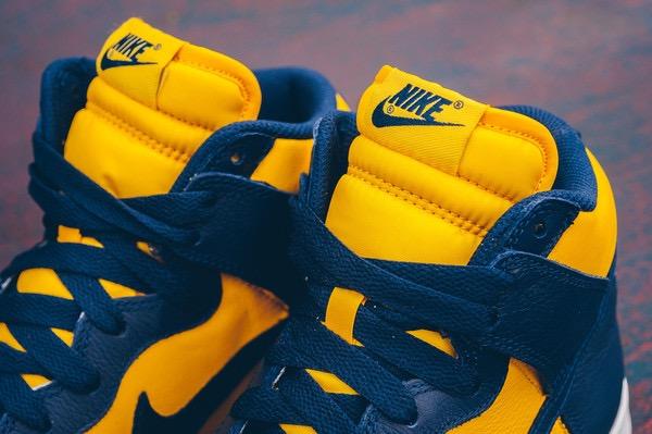 Nike_Dunk_Retro_QS_-_Varsity_Maize-Midnight_Navy_Sneaker_POlitics_HYpebeast_1-2_grande