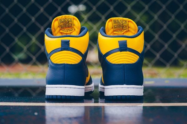 Nike_Dunk_Retro_QS_-_Varsity_Maize-Midnight_Navy_Sneaker_POlitics_HYpebeast_7_grande