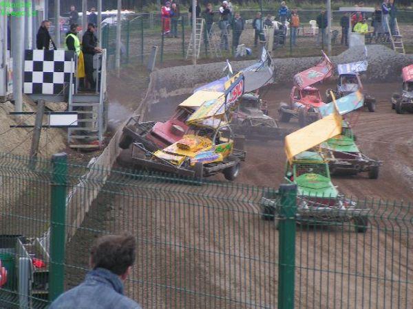 Stockcar-Action auf dem Dirttrack in Emmen! Ähnlich ging es in King's Lynn zu!© André Wiegold