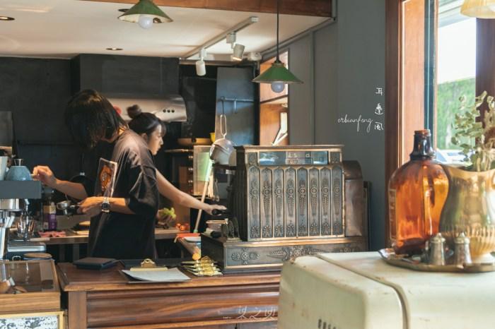 耳邊風erbianfeng,忽略世界的雜音,走到大稻埕最邊緣的轉角咖啡廳慢下自己
