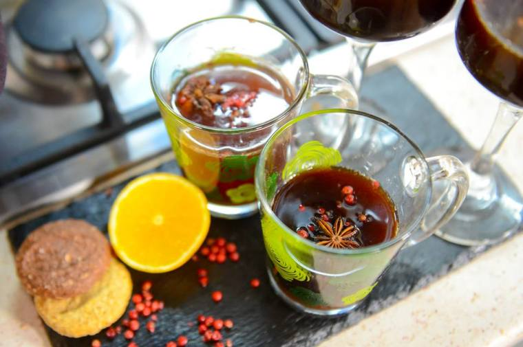 mulled wine with imbuljuta