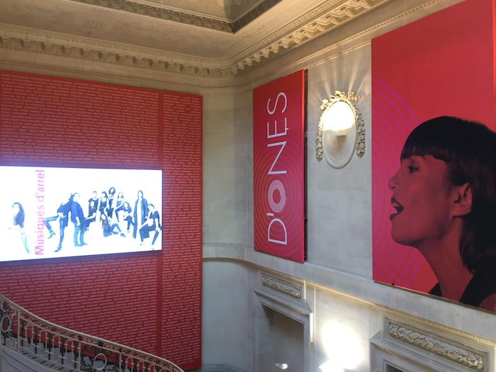 """Pink signs at the Palau Robert announcing """"D'ones"""" exhibit"""