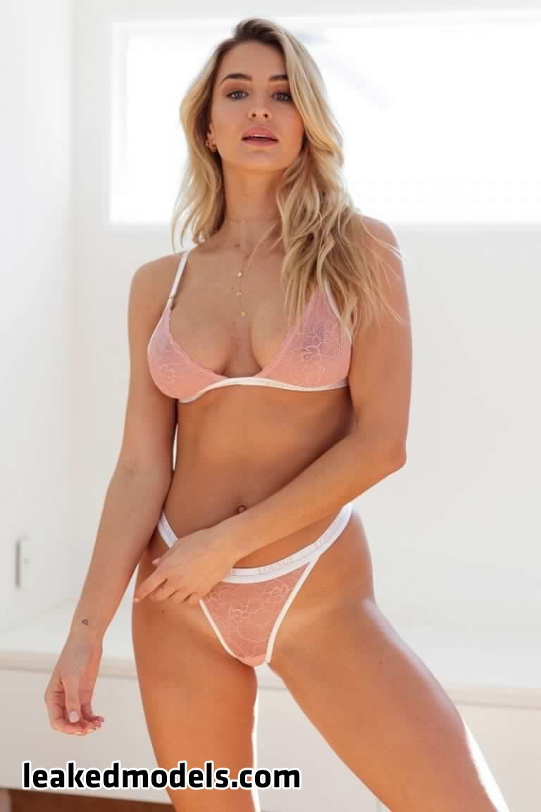 madison edwards   madi edwards leaked nude leakedmodels.com 0017 - Madison Edwards – madi_edwards Instagram Nude Leaks (25 Photos)