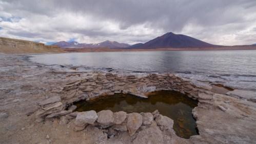 Laguna y agua termal