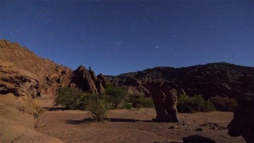 Formaciones rocosas y estrellas