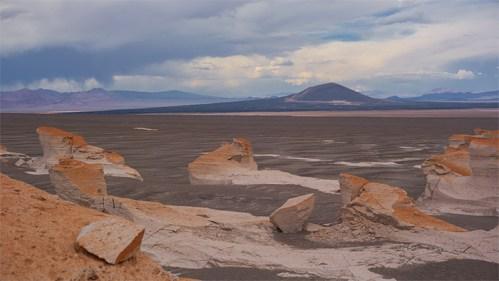 Volcán y piedra pómez
