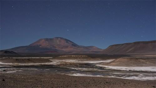 Volcán y estrellas