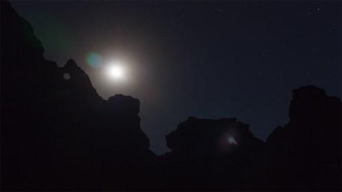 Luna y siluetas