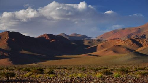 Amanecer y montañas
