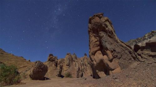Formaciones rocosas, Vía Láctea y Nube de Magallanes