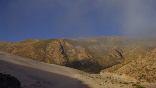 Nubes, dunas y montañas