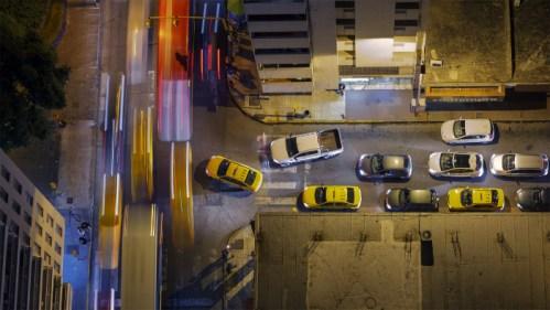 Esquina y vehículos