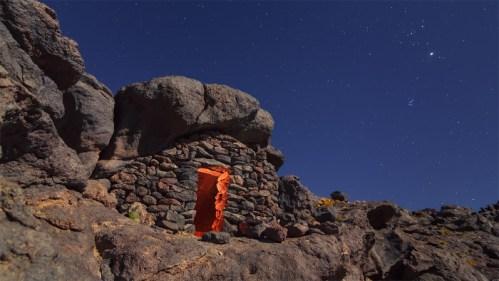Refugio de piedra y estrellas