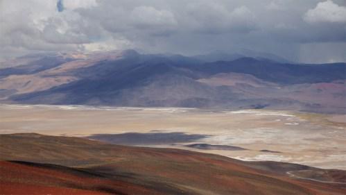 Salar, montañas y nubes