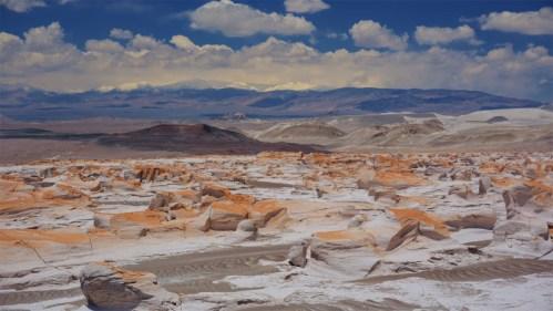 Piedra pómez y montañas