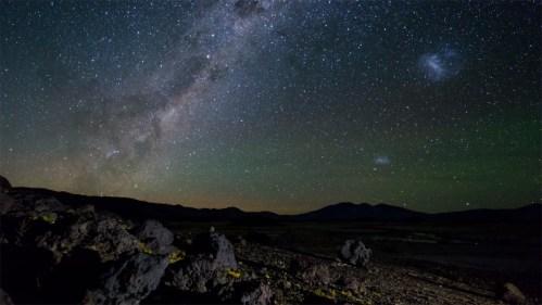 Vía Láctea y piedras
