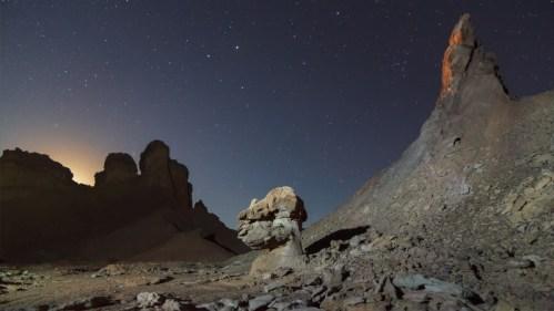 Luna poniente y formaciones rocosas