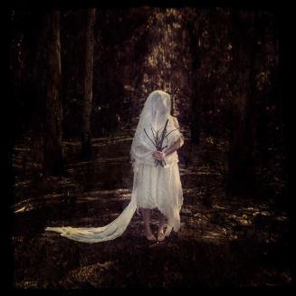 LeanneCole-woodlandBride