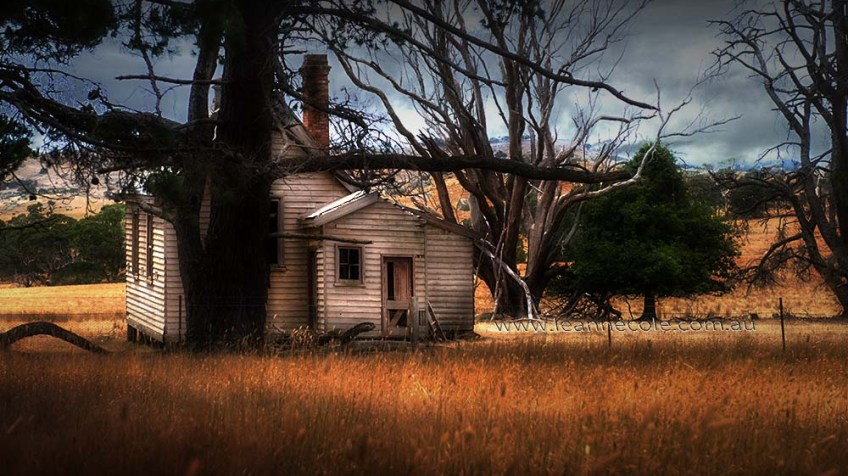 emu-flats-schoolhouse-abandoned-colour