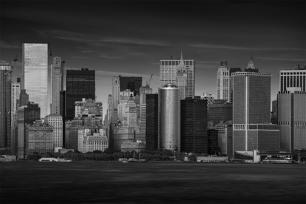 skyline-buildings-skyscrapers-river-newyork-mono
