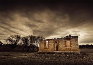house-abandoned-cairncurran-reservoir-newstead