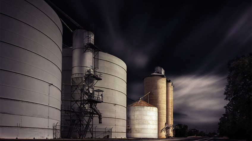 woomelang-silos-train-tracks-longexposure