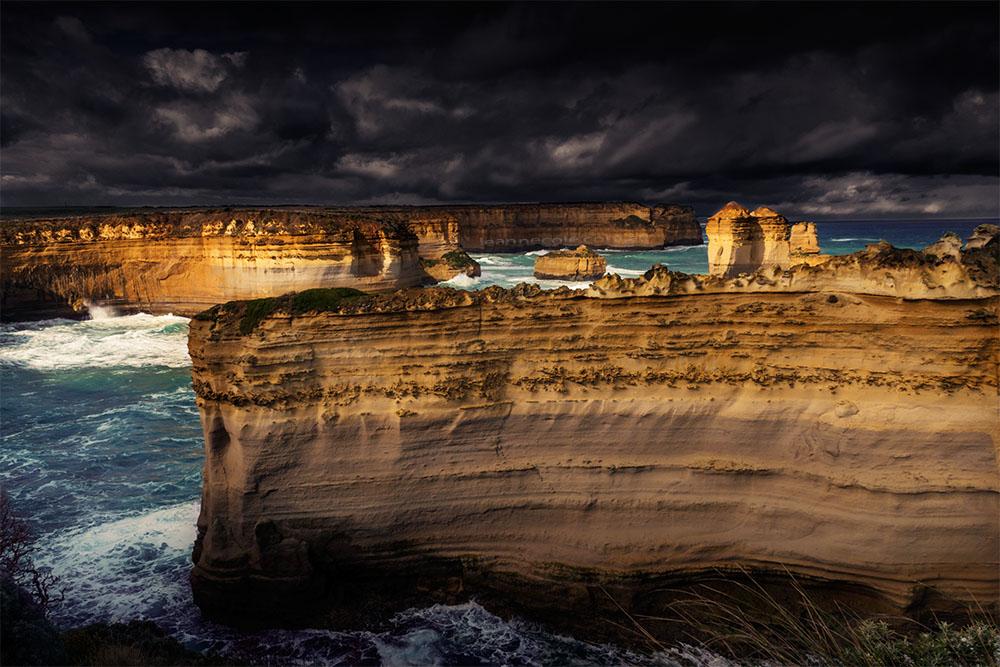 razor-back-cliffs-lochard-greatoceanroad