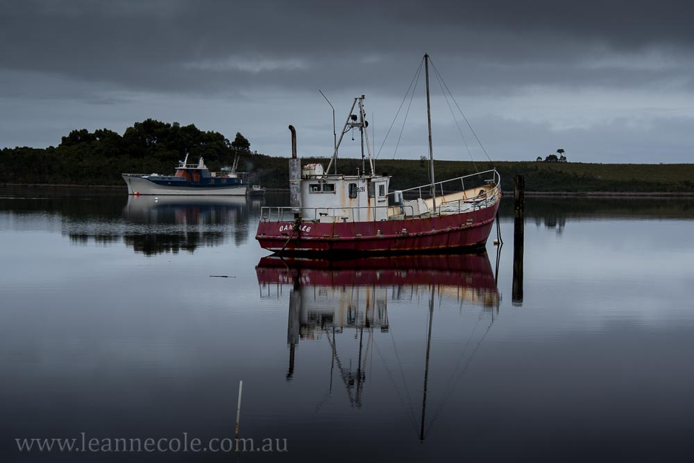 strahan-tasmania-boats-harbour-lighthouse-2951