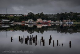 strahan-tasmania-boats-harbour-lighthouse-3016