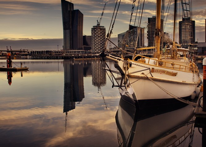 docklands-boat-morning-reflections-melbourne