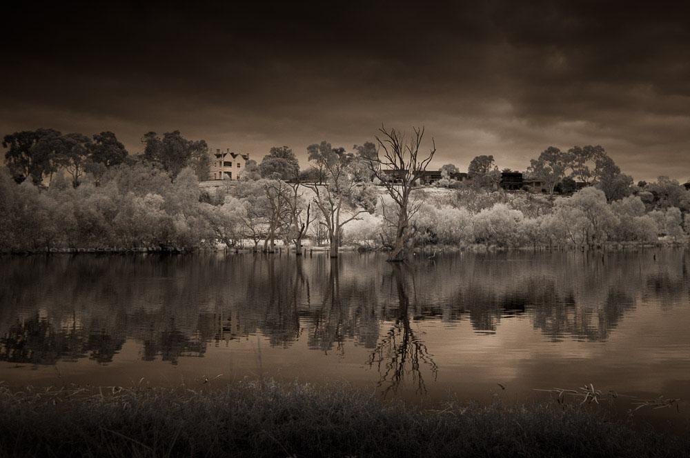 banyule-flats-infrared-morning-