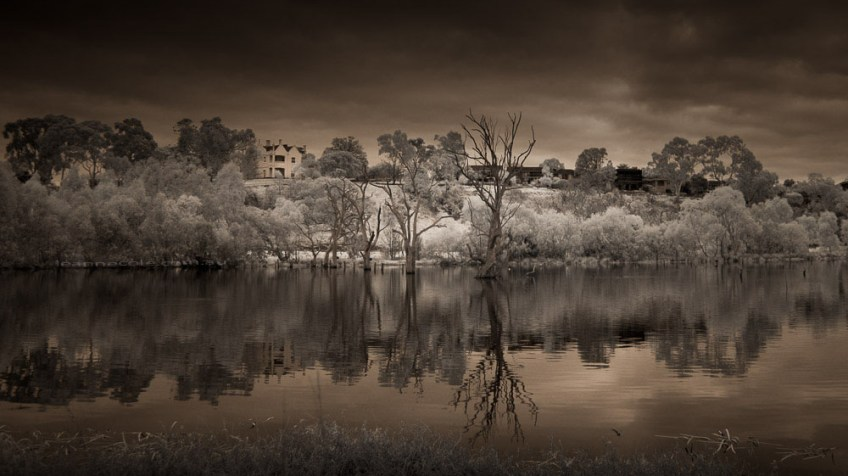 banyule-flats-infrared-morning-
