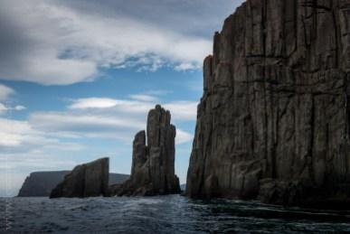 tasmanisland-cruise-pennicott-tasmania-cliffs-9336