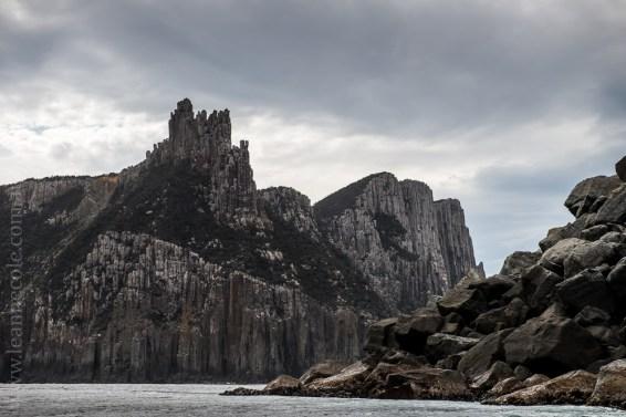 tasmanisland-cruise-pennicott-tasmania-cliffs-9667