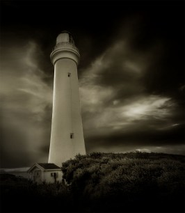 aireys-inlet-lighthouse-splitpoint-monochrome