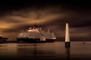 queenvictoria-ship-lighthouse-port-melbourne